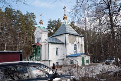В третью Родительскую субботу Великого поста митрополит Серафим совершил Литургию в Сергиевском храме-часовне на Новозападном кладбище