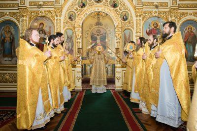 В праздник Торжества Православия митрополит Серафим совершил Литургию святителя Василия Великого в Успенском кафедральном соборе