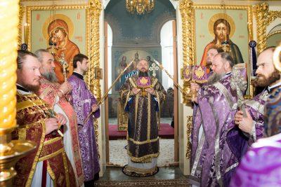 В Неделю Крестопоклонную митрополит Серафим совершил Литургию в храме во имя преподобного Сергия в селе Соловцовка