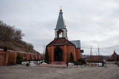Митрополит Серафим совершил Литургию Преждеосвященных Даров в Казанском Нижнеломовском мужском монастыре