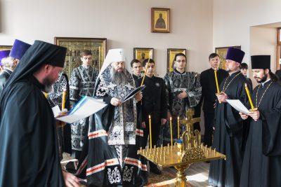 Митрополит Серафим совершил великопостное богослужение в храме во имя святителя Иннокентия Иркутского при духовной семинарии