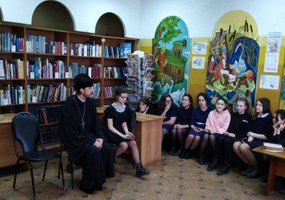 В День православной книги священник рассказал школьникам о первой печатной книге на Руси