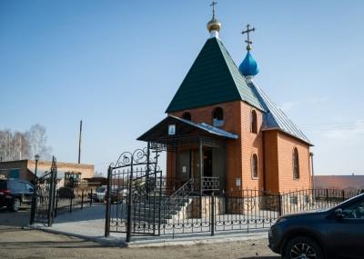 В третью Родительскую субботу Великого поста митрополит Серафим совершил Литургию в храме Всех Святых на Восточном городском кладбище