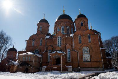 В Великий Понедельник митрополит Серафим совершил Литургию Преждеосвященных Даров в Успенском кафедральном соборе