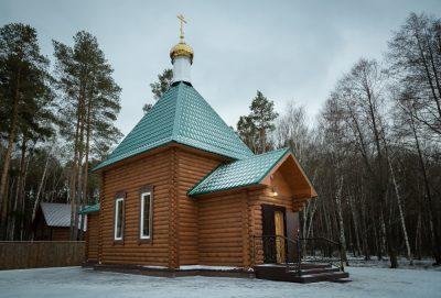 В Лазареву субботу митрополит Серафим совершил Литургию в скиту поселка Подлесный