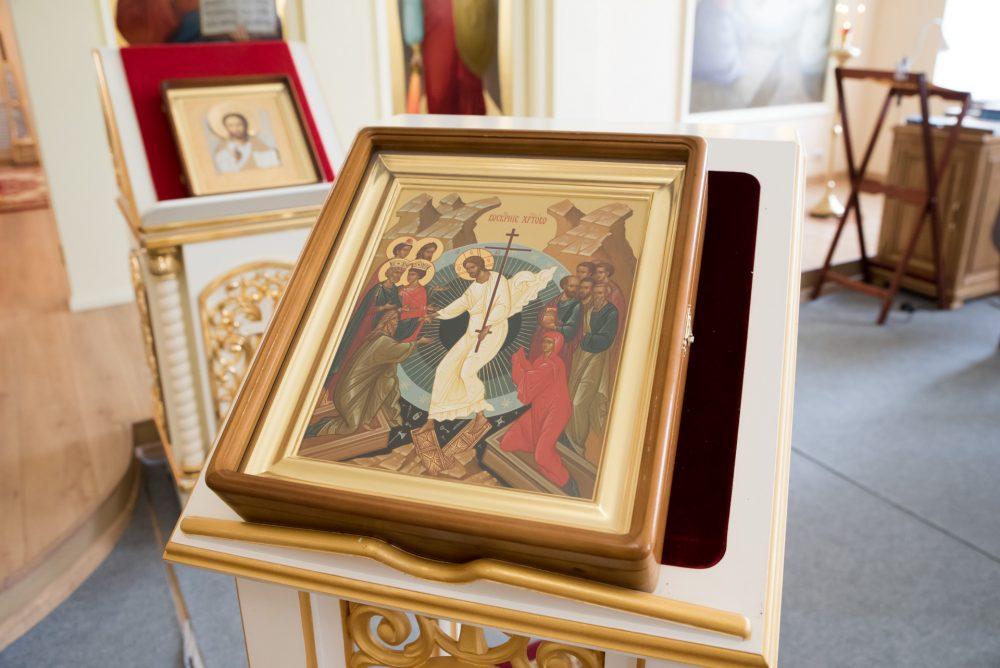 В Неделю 5-ю по Пасхе митрополит Серафим совершил Литургию в Воскресенском храме при епархиальном управлении