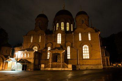 В день отдания праздника Пасхи митрополит Серафим совершил Пасхальную утреню и Литургию в Успенском кафедральном соборе