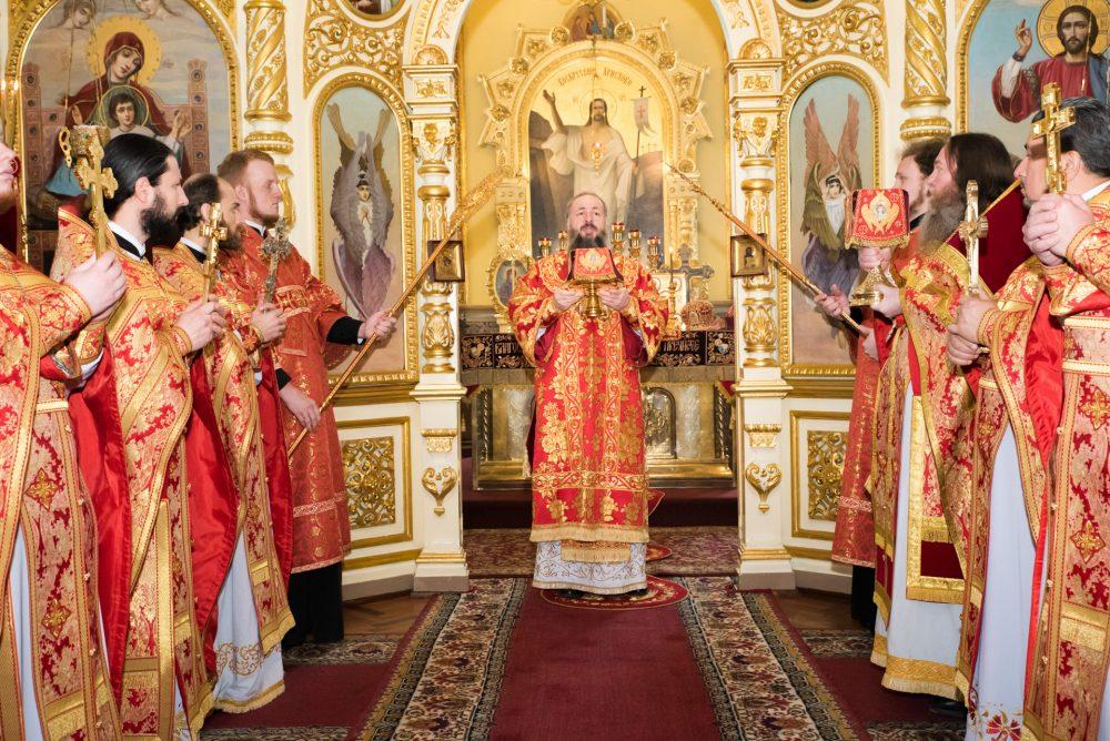 В Неделю о слепом митрополит Серафим совершил Литургию в Успенском кафедральном соборе