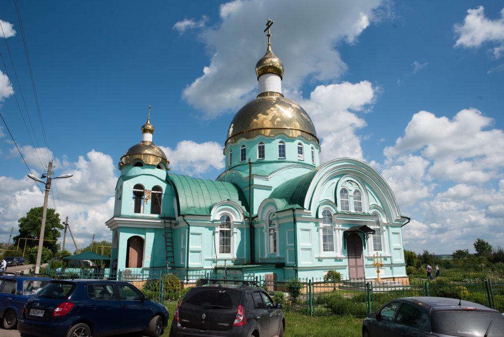В день обретения мощей Иоанна Оленевского митрополит Серафим совершил Литургию в Сергиевском храме села Соловцовка