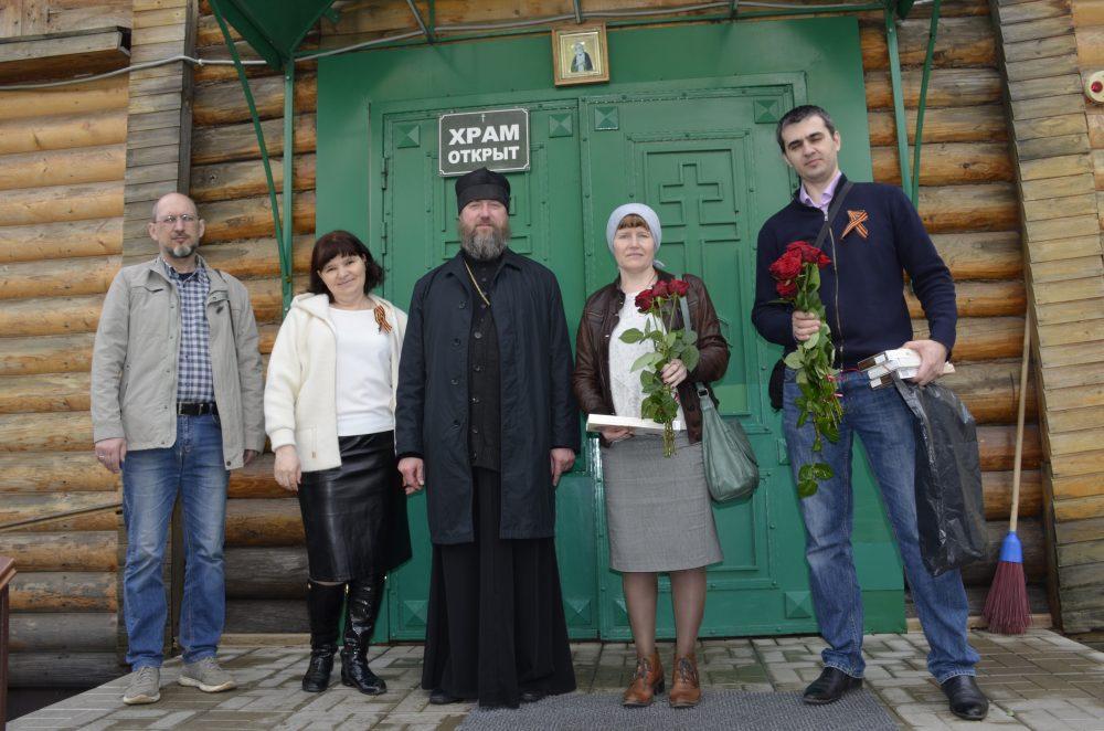 Прихожане и социальный отдел Серафимовского храма поздравили своих ветеранов с 75-летием Победы