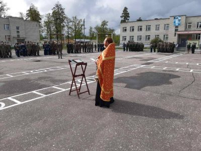 Священник поздравил с 75-й годовщиной Великой Победы военнослужащих воинской части 02030
