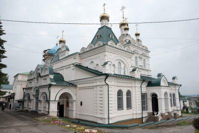 В день Святой Троицы митрополит Серафим совершил Литургию в Троицком соборе Троицкого женского монастыря