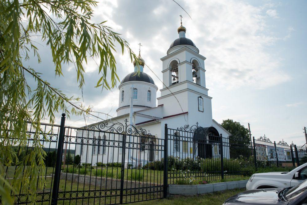 Митрополит Серафим совершил Божественную литургию в Казанской церкви села Трофимовка