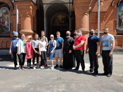 Православные добровольцы оказали помощь в уборке Мироносицкого кладбища на территории Успенского собора