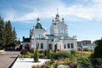 В Неделю 7-ю по Пятидесятнице митрополит Серафим совершил Божественную литургию в Троицком женском монастыре
