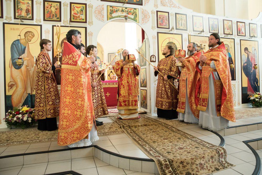 В день престольного праздника митрополит Серафим совершил Литургию в Петропавловском храме Пензы