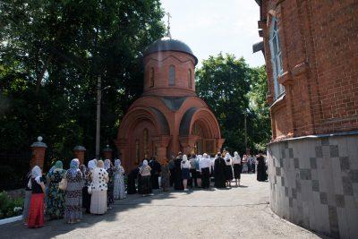 В 20-ю годовщину со дня кончины архиепископа Серафима (Тихонова) митрополит Серафим возглавил Литургию в Успенском кафедральном соборе