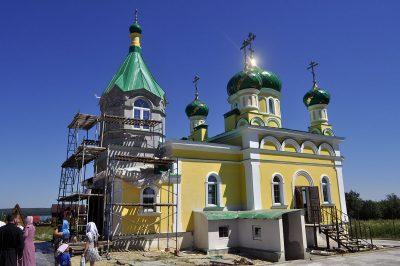 В строящемся храме в честь Святой Живоначальной Троицы в деревне Камайка совершен водосвятный молебен