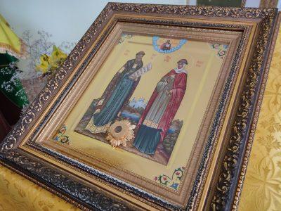 В храме Петра и Февронии состоялся молебен о создании семьи и беседа со священнослужителем
