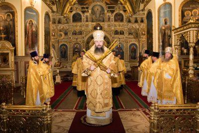 В Неделю 10-ю по Пятидесятнице митрополит Серафим совершил Литургию в Успенском кафедральном соборе