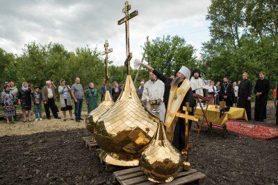 Митрополит Серафим совершил чин освящения куполов и накупольных крестов храма в честь Иерусалимской иконы Божией Матери в с. Наумкино