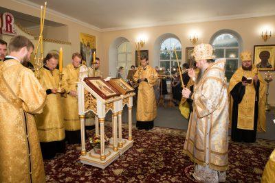 В канун дня памяти пророка Илии митрополит Серафим совершил всенощное бдение в Воскресенском храме при епархиальном управлении