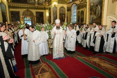 Глава Пензенской митрополии совершил всенощное бдение с чином Погребения Плащаницы в Успенском кафедральном соборе
