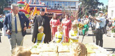 Священник Александр Черных стал почетным гостем на фестивале меда в Мокшанском районе