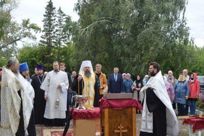 Владыка Серафим освятил крест и купол храма Воскресения Христова в селе Уварово