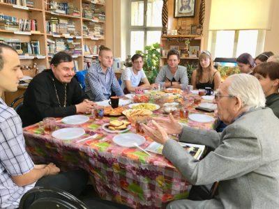 Участники молодежного общества «Покров» встретились с ветераном Великой Отечественной войны Александром Балакшиным