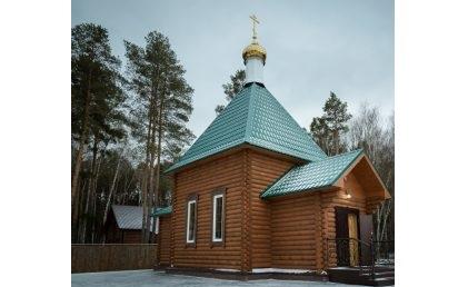 В канун Недели 13-й по Пятидесятнице митрополит Серафим молился за всенощным бдением в скиту поселка Подлесный