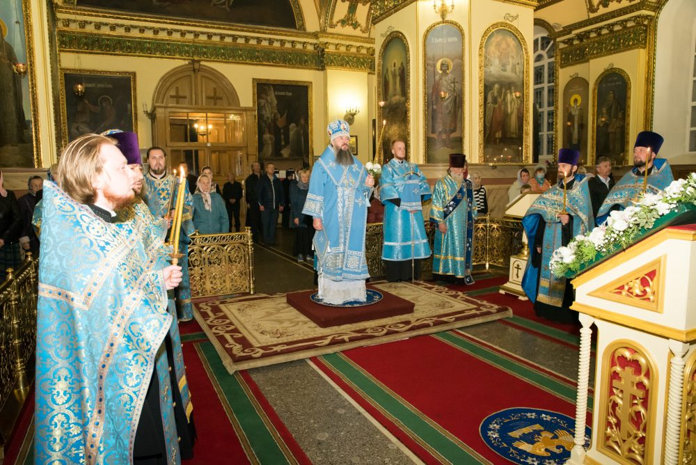 В канун Рождества Пресвятой Богородицы митрополит Серафим совершил всенощное бдение в Успенском кафедральном соборе