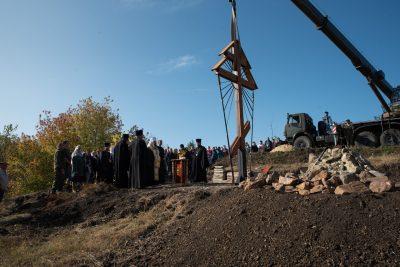Митрополит Серафим освятил поклонный крест на кладбище села Блиновка