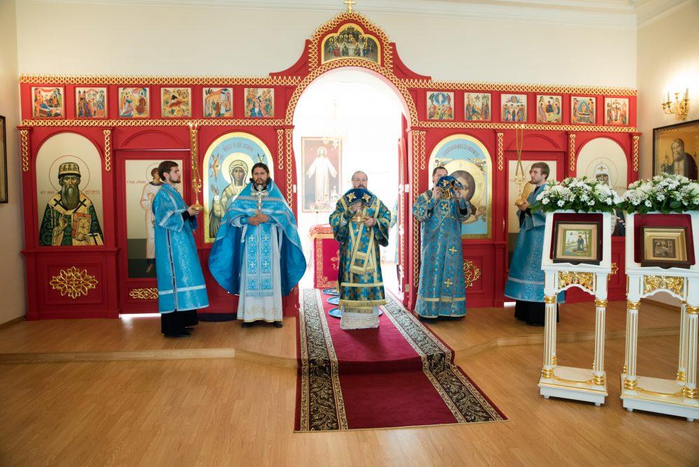 В день своего рождения митрополит Серафим совершил Литургию в храме Нерукотворного Образа Спасителя при Архиерейском доме