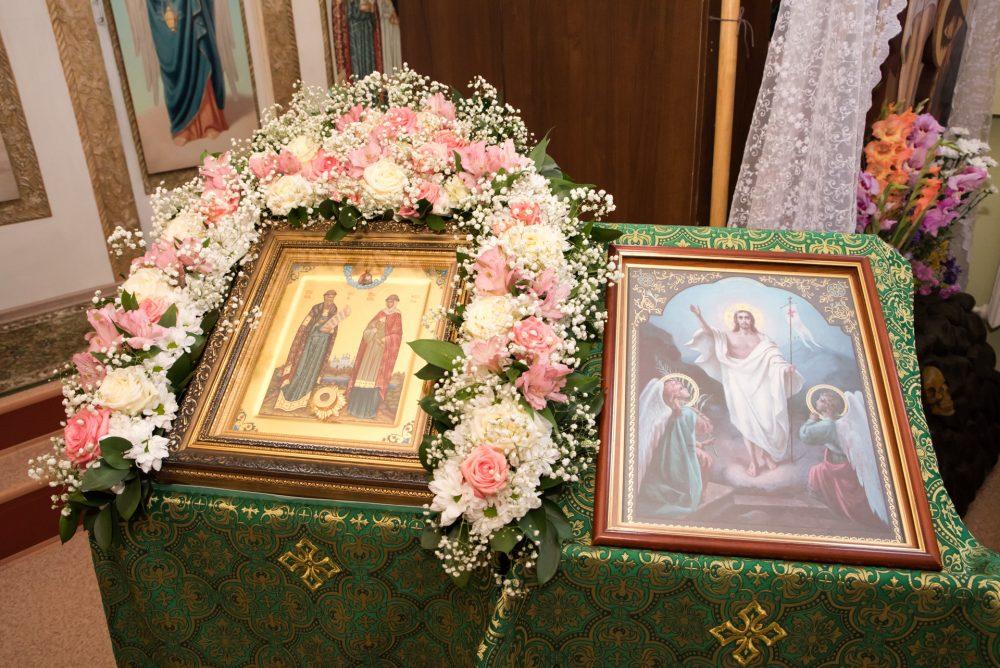 В престольный праздник митрополит Серафим совершил Литургию в храме святых Петра и Февронии Муромских