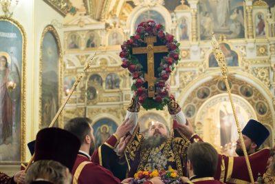 В канун праздника Воздвижения Креста Господня митрополит Серафим совершил всенощное бдение в Успенском соборе Пензы