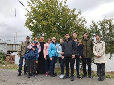 Представители православной молодежи очистили берег Суры от мусора