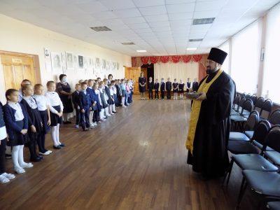 Иерей Михаил Земцов посетил школу села Степановка Бессоновского района