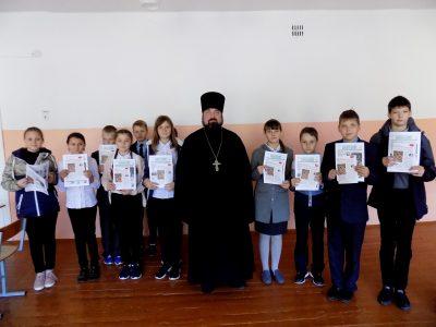 Священнослужитель встретился с учащимися средней общеобразовательной школы села Степановка