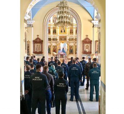 Пензенские спасатели помолились перед иконой Божией Матери «Неопалимая Купина»