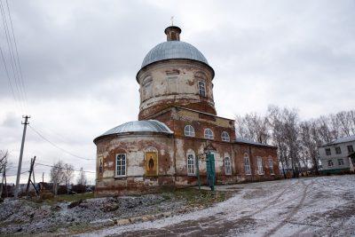 В день памяти великомученицы Параскевы Пятницы митрополит Серафим совершил Литургию в Рождественской церкви села Пыркино
