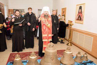 Митрополит Серафим освятил колокола для молитвенного дома в честь святителя Василия Великого в селе Вазерки