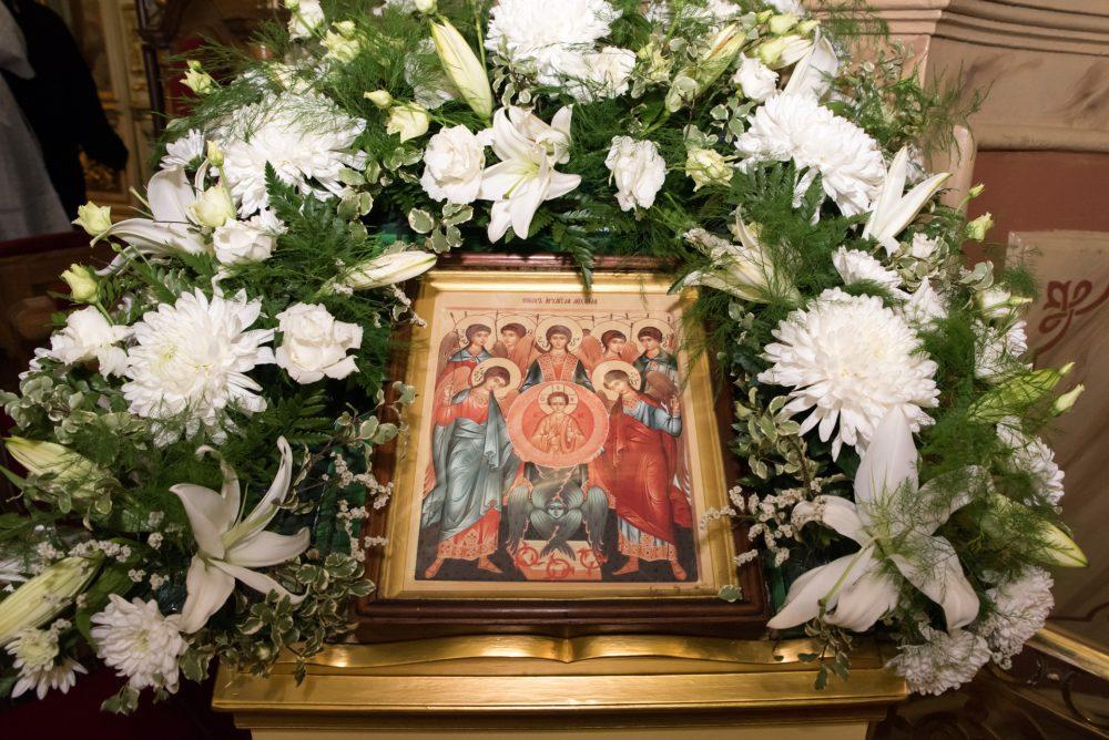 В канун Собора Архистратига Михаила митрополит Серафим совершил всенощное бдение в Успенском кафедральном соборе