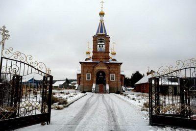 Митрополит Серафим совершил Литургию в храме святых Космы и Дамиана в селе Тешнярь Сосновоборского района