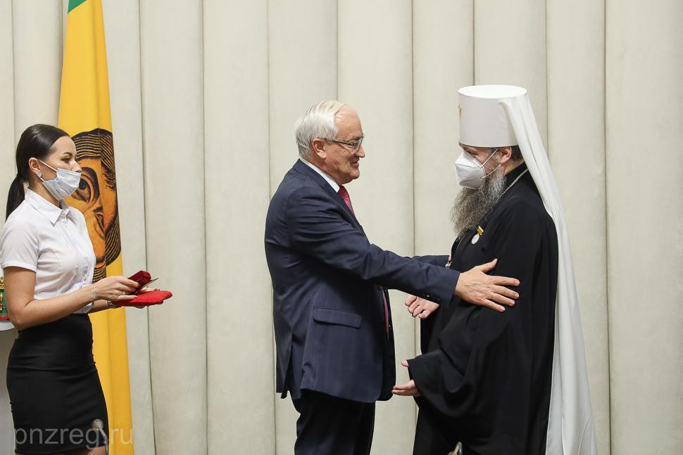 Митрополит Серафим награжден почетным знаком губернатора «За вклад в гармонизацию межнациональных и межконфессиональных отношений»