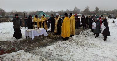 Митрополит Серафим совершил чин освящения накупольного креста Никольского молитвенного дома в селе Широкоисс