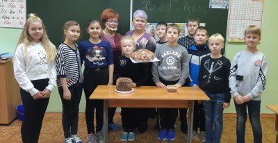 Волонтеры центра «Счастливое детство» при Михайло-Архангельском храме р. п. Мокшан рассказали школьникам о значении хлеба