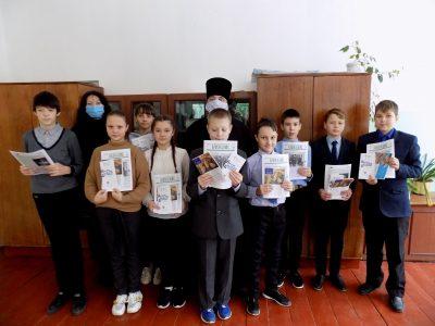 Священнослужитель рассказал учащимся школы села Степановка о Рождественском посте