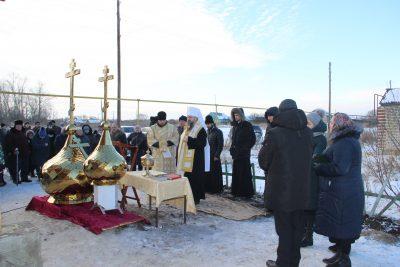Митрополит Серафим освятил кресты и купола строящегося храма во имя Иоанна Воина в селе Ивановка