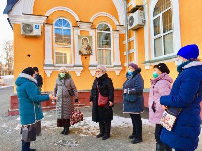 Покровский собор посетили паломники из Москвы